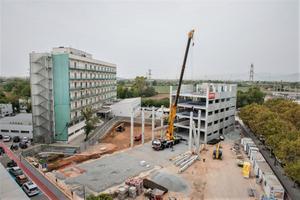 Las obras del edificio anexo al Hospital de Bellvitge construido por la pandemia del covid-19.