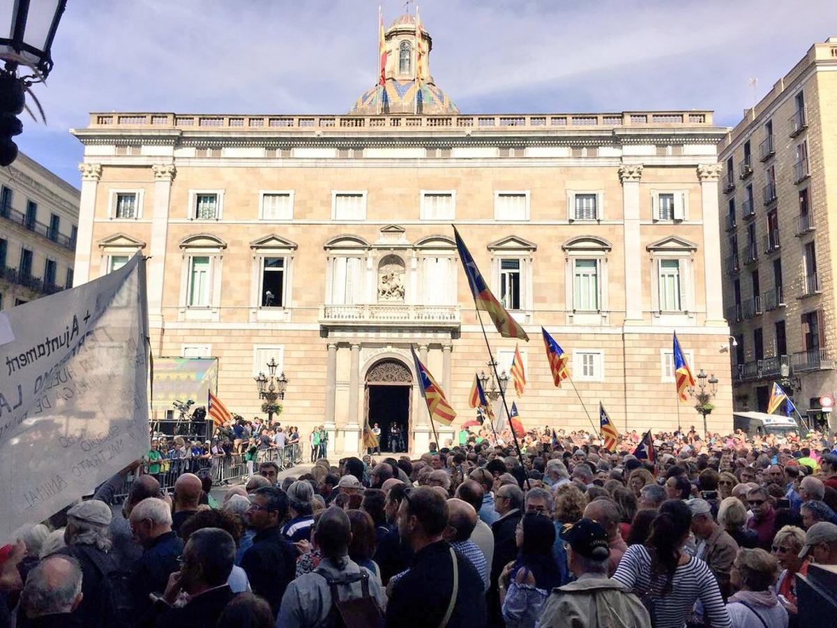 Cada català 'deu' 10.389 euros de mitjana