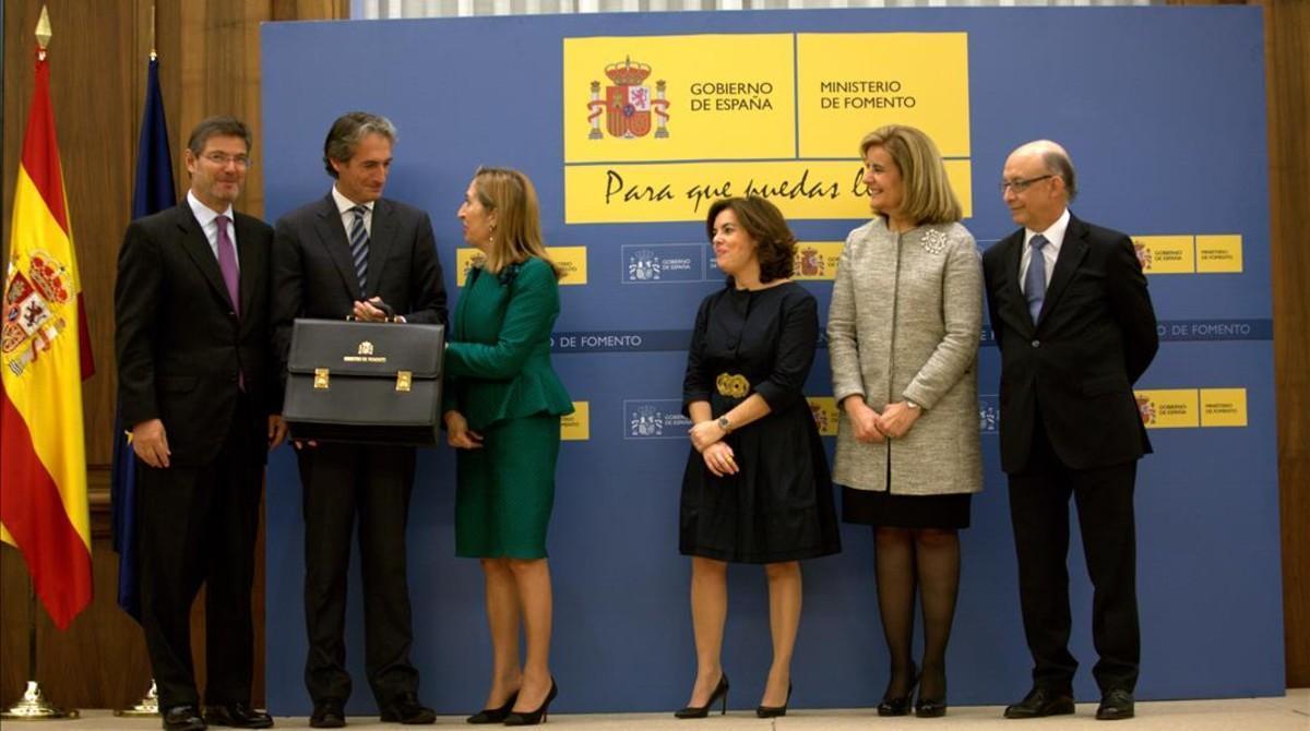 Toma de posesión del nuevo ministro de Fomento, Íñigo de la Serna, a la que han acudido varios miembros del nuevo Ejecutivo.