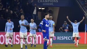 Los jugadores del Manchester City celebran la victoria en Alemania.