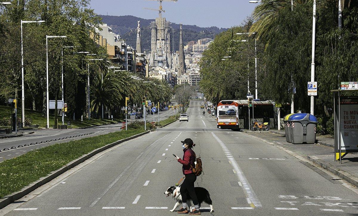 La calle de la Marina de Barcelona, con la Sagrada Família al fondo y prácticamente desierta, el pasado 28 de marzo.