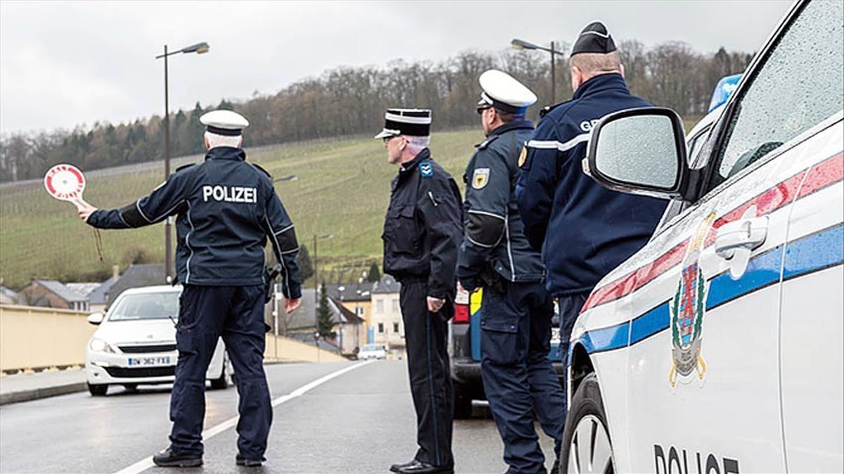 Policías fronterizos alemanes, en un control.