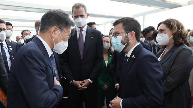 Pere Aragonès conversa con el presidente de Corea del Sur, Moon Jae-in,ante la mirada de Felipe VI, en la Reunión Anual del Cercle d'Economia.