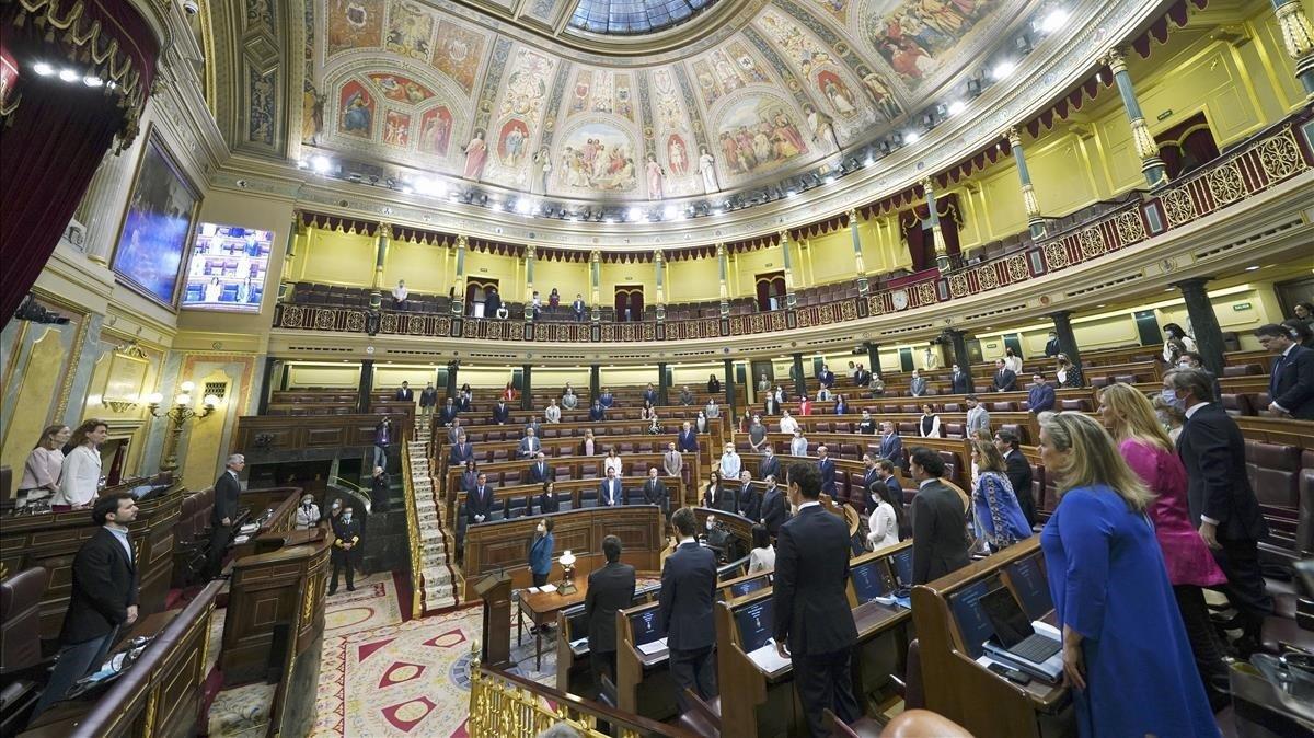 Minuto de silencio en el hemiciclo del Congreso por la víctimas del coronavirus