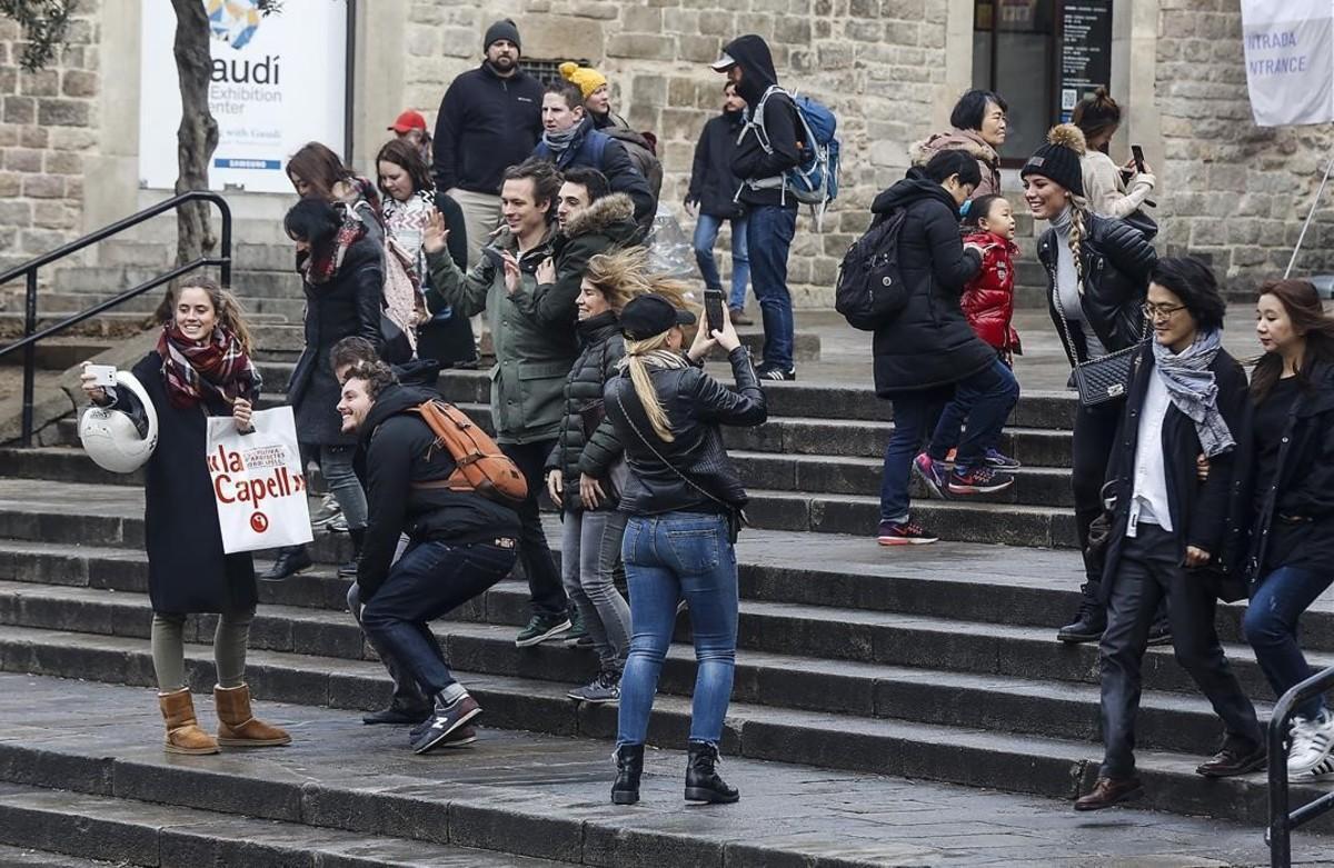 Turistas en la catedral de Barcelona, la semana pasada.
