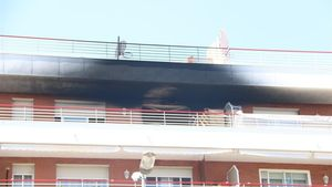 El piso quemado en un incendio en Vilanova i la Geltrú en el que falleció una persona