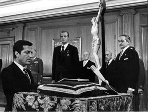 5 de juliol de 1976: Suárez jura com a president del Govern al palau de la Zarzuela.