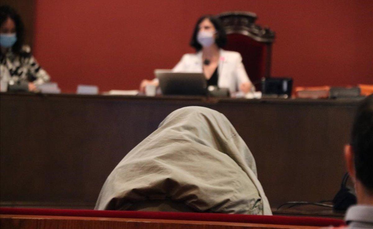 Quarantena per als acusats de violar una menor a Pineda de Mar