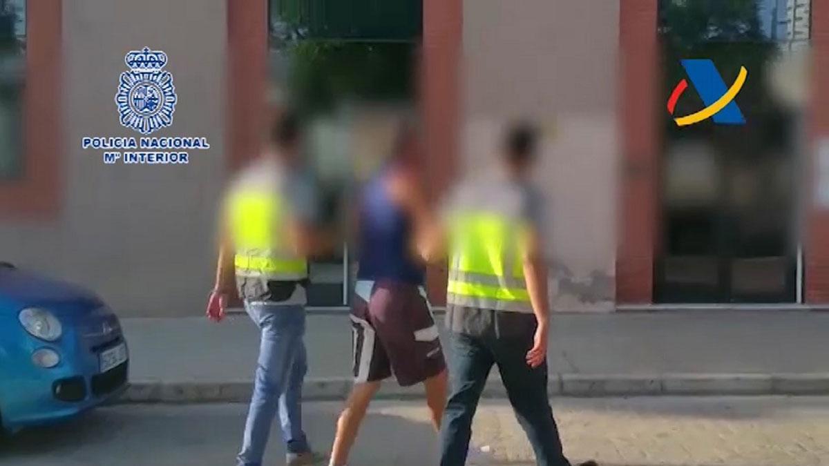 Ocho detenidos al abortar una vía de entrada de cocaína por el puerto de Málaga.