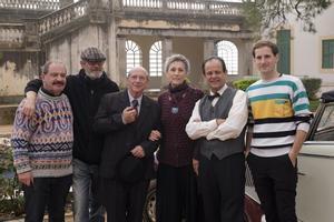 Parte del equipo de 'Pau Casals':Manuel Dueso, Manuel Huerga, Joan Pera, Carme Sansa, David Bages y Nao Albet, este lunes, en Vil·la Casals.