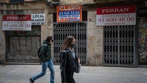 Tiendas cerradas en la calle de Duran i Bas, en Ciutat Vella.
