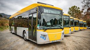 Seis autobuses híbridos adquiridos por el AMB.
