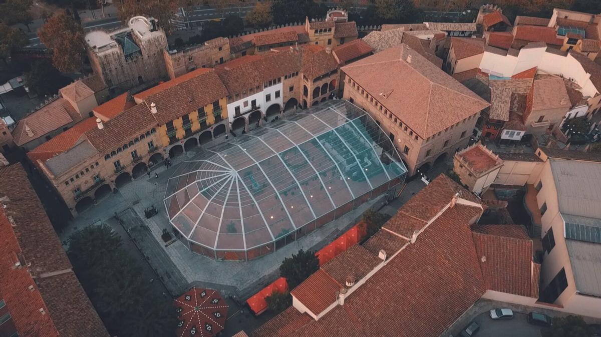 Una espectacular imagen aérea del Hivernacle del Poble Espanyol.