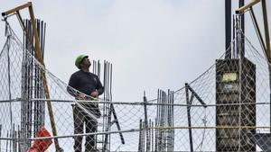 Los empresarios de la construcción retrasan subir sueldos mientras se quejan de falta de profesionales