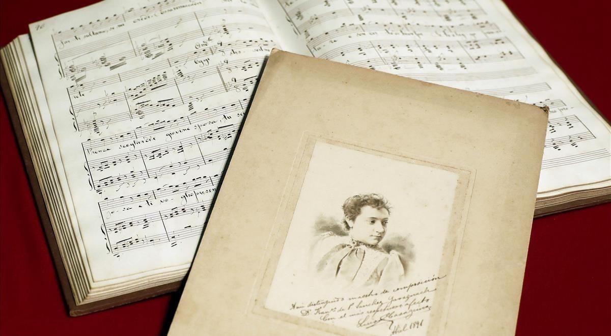 La partitura perdida de ópera de Maria LluïsaCasagemas y una foto de la joven compositora.