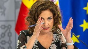 La portavoz del Gobierno, María Jesús Montero, prevé presentar los Presupuestos en octubre y tenerlos aprobados en enero.