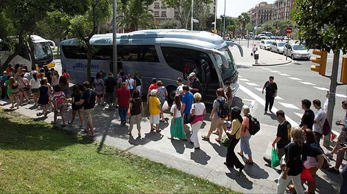 Barcelona empieza a aplicar el veto a los autobuses en la zona de la Sagrada Família.