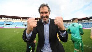 Vicente Moreno celebra el ascenso del Espanyol certificado en Zaragoza.