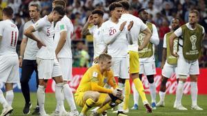 Los jugadores ingleses derrotados tras perder la semifinal ante Croacia en la prórroga