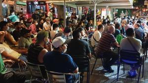 Desallotjades gairebé 200 persones en un bar de l'Hospitalet per no respectar les mesures sanitàries