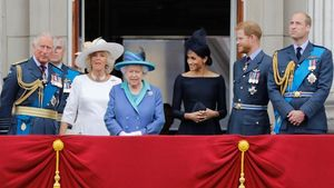 El príncipe Carlos, Camila, la reina Isabel II, Meghan Markle y los príncipes Enrique y Guillermo, en una imagen tomada el 10 de julio del 2018.