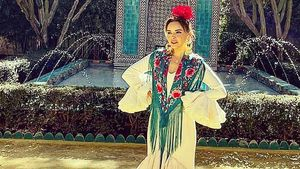 Chenoa vestida de flamenca, en 'Dos parejas y un destino'.