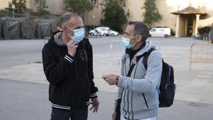 José Miguel Gily Fernando Segura, dos hombres que se han quedado en la calle y que han vivido en el pabellón de la Fira de Barcelona los últimos meses.