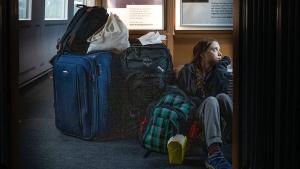 Greta Thunberg publica una foto en un tren sobreocupat camí de casa