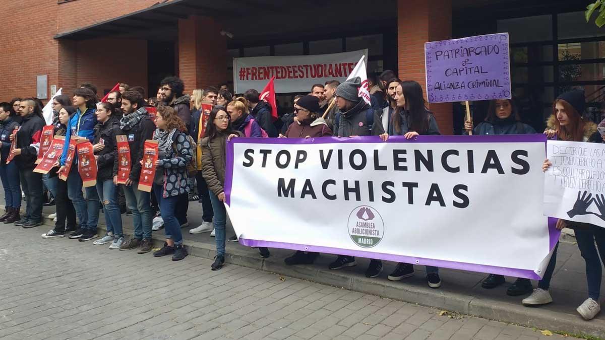 Protesta estudiantil contra la prostitución en una charla en la Universidad Carlos III de Madrid.