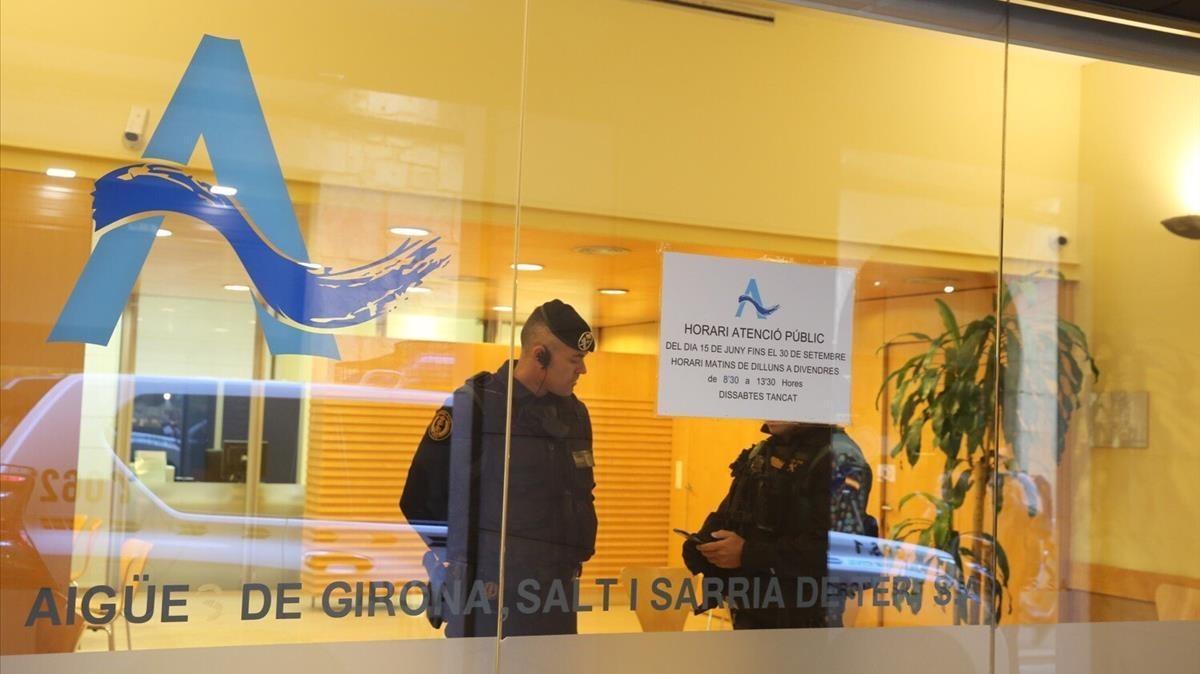 La Guardia Civil registra las instalaciones de la empresa Aigües de Girona, el pasado 19 de septiembre.