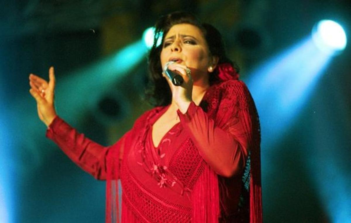 La cantante María del Monte, en Barcelona, durante la feria de Abril.