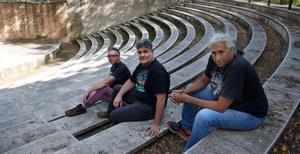 Jose Guillem, Siscu Campos y Albert Puig, de izquierda a derecha, organizadores del Festival de Blues de Cerdanyola.