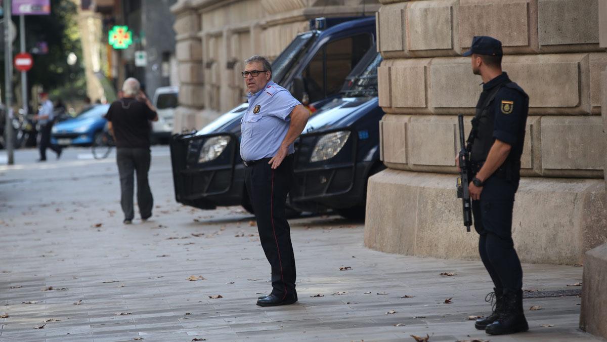 El Tribunal Superior de Justicia de Cataluña (TSJC) ha ordenado a la Policía Nacional asumir la custodia del edificio que lo alberga.