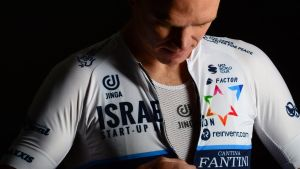 Chris Froome, con el uniforme del Israel.