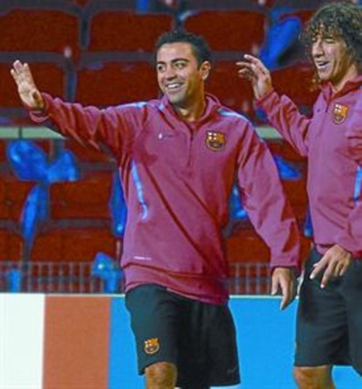 Xavi y Puyol, anoche durante el entrenamiento del Barça.
