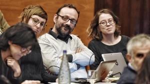 Los diputados de la CUP escuchan a Mas, en la comisión de Afers Institucionals.