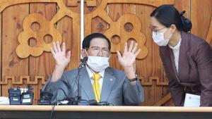 Lee Man-hee, de 88 años, también se le acusa de malversar unos 4,9 millones de euros de los fondos de la secta.