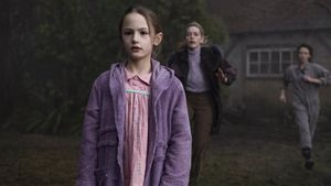 Un fotograma de 'La maldición de Bly Manor'.