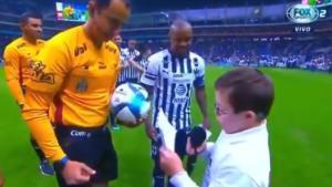 El bonito ejemplo de inclusión de un árbitro con un niño con Síndrome de Down