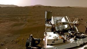 El 'Perseverance' explora la árida superficie de Marte.