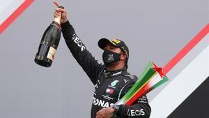 Lewis Hamilton (Mercedes) gana el GP de Portugal y suma la 92ª victoria de su carrera.