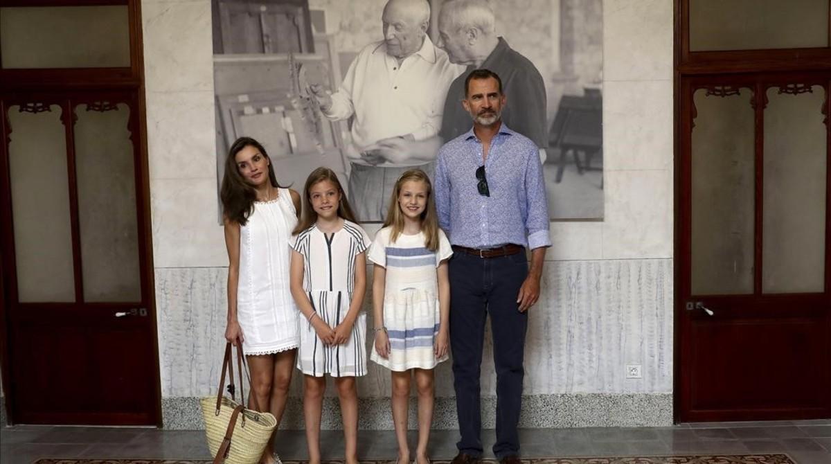 Los Reyes, con Leonor y ¡Sofía, en Can Prunera, este domingo.