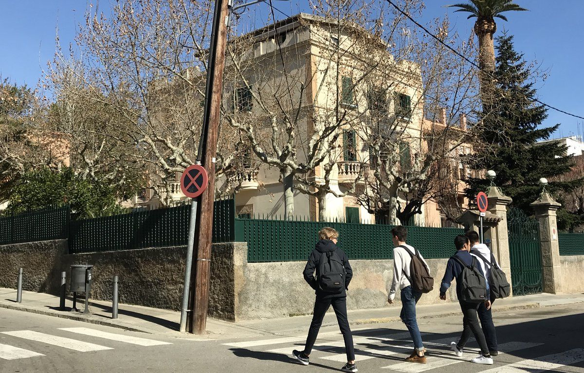 Residencia en la que vive el padre Sala, en la calle de Margenat, justo debajo del Sant Ignasi.