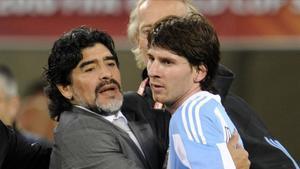 Maradona, entonces selecionador de Argentina, y Messi, en el 2010.