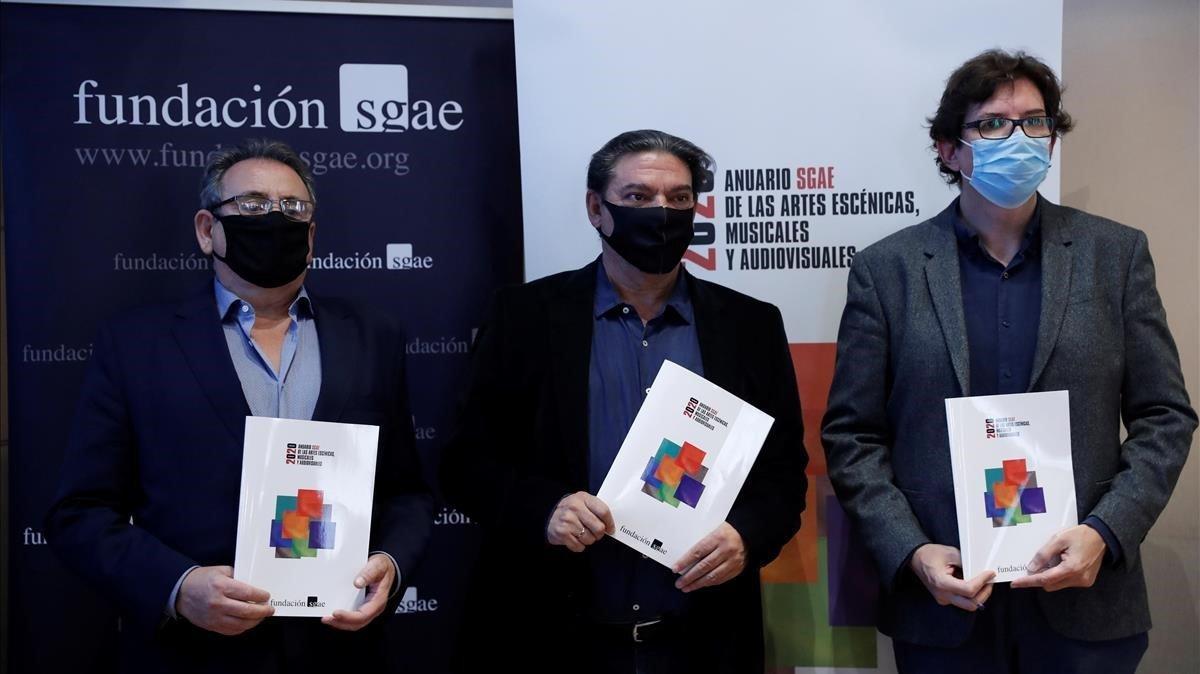 El reelegido presidente de la SGAE,Antonio Onetti, en el centro de la imagen durante la presentación del Anuario 2020