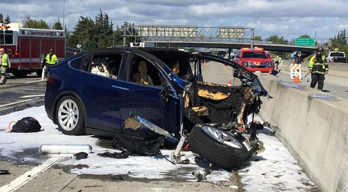 Accidente del Tesla Model X deWalter Huangel 23 de marzo de 2018.