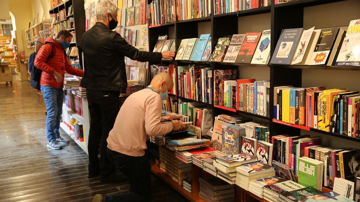 Ambiente en una libreria.