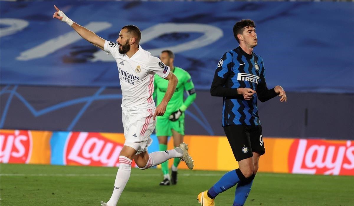Benzema celebra el primer tanto del encuentro
