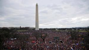 Seguidores de Donald Trump inundan el National Hall en la manifestación del pasado 6 de enero en Washington.