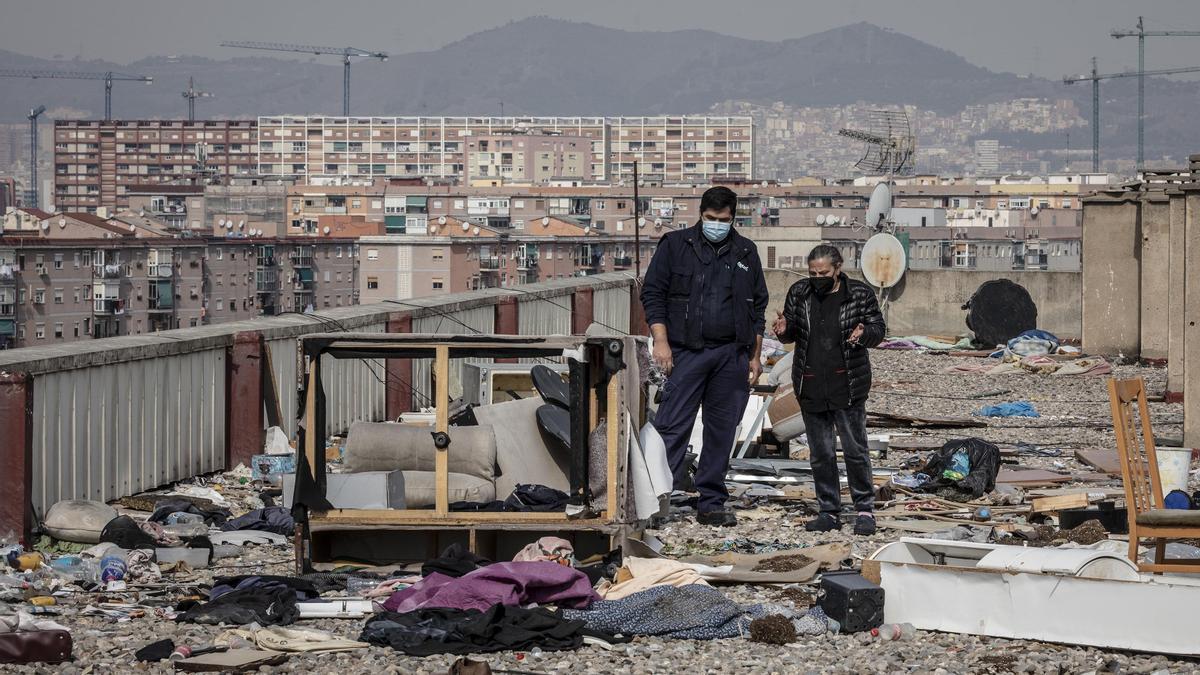 Los vecinos de Venus, en el barrio de La Mina, presionan a las administraciones para que agilicen los realojos.